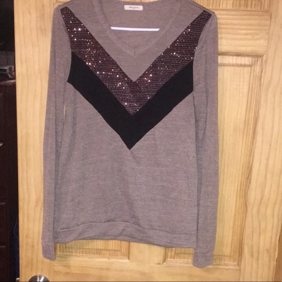 Tops - Long sleeve tee with sequins